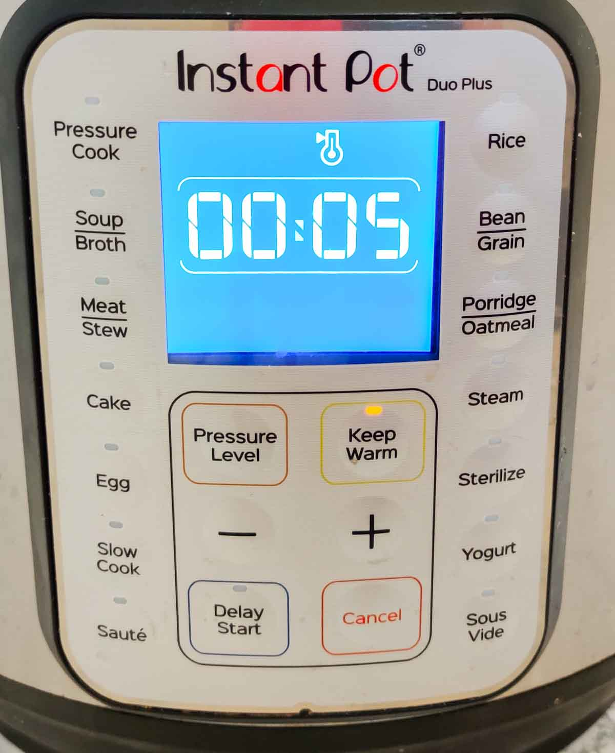 Display panel of an Instant Pot in Keep Warm mode
