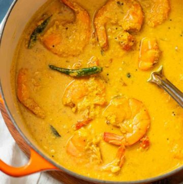 Shrimp curry in a large pot